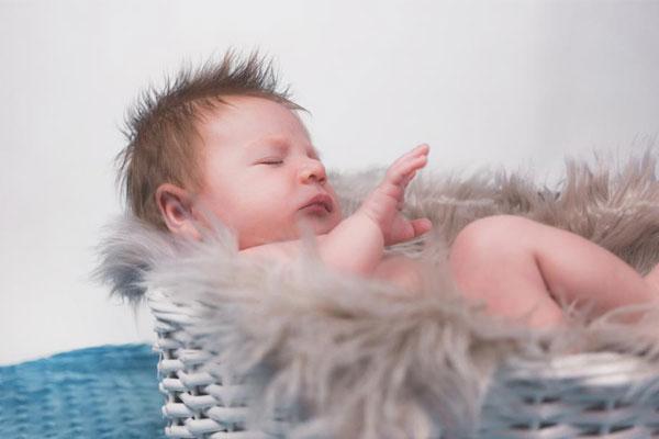 Чем кормить младенца